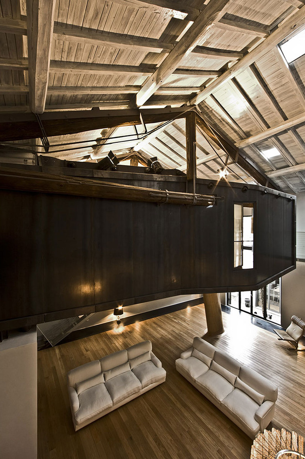 spectacular-loft-in-reconvereted-barn-in-rome-11.jpg