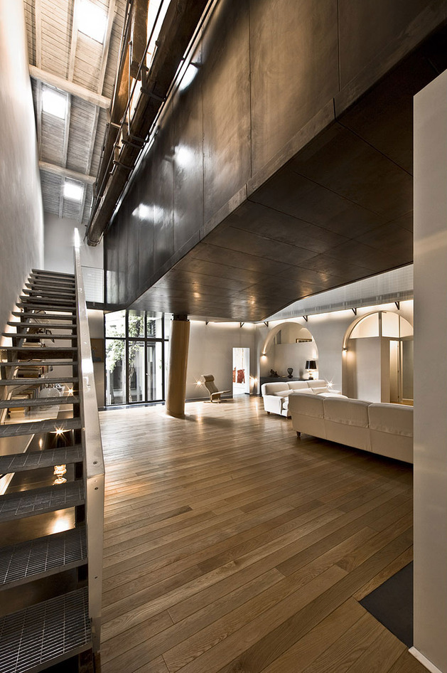 spectacular-loft-in-reconvereted-barn-in-rome-7.jpg