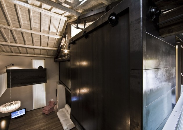 spectacular-loft-in-reconvereted-barn-in-rome-9.jpg