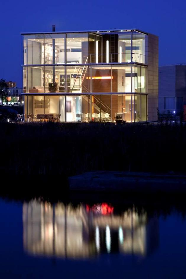 sustainable-box-shaped-home-panoramic-views-glazings-3-water-night.jpg