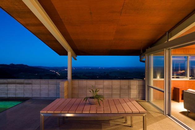 tiered-u-shaped-slope-home-exposed-steel-elements-5-terrace.jpg