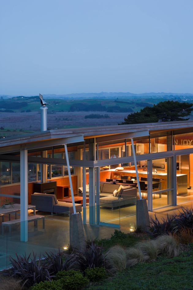 tiered-u-shaped-slope-home-exposed-steel-elements-7-social.jpg