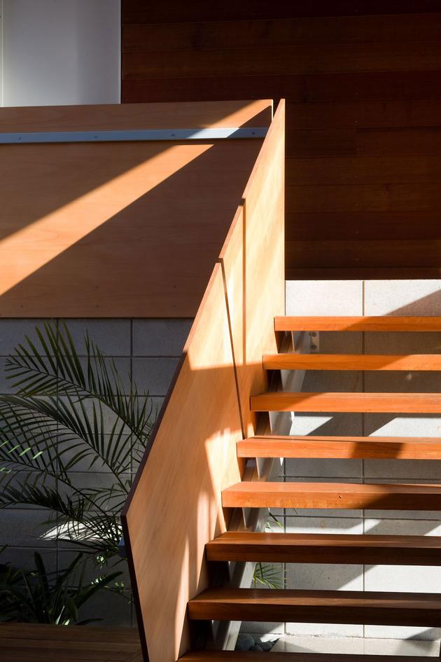 tiered-u-shaped-slope-home-exposed-steel-elements-9-steps.jpg