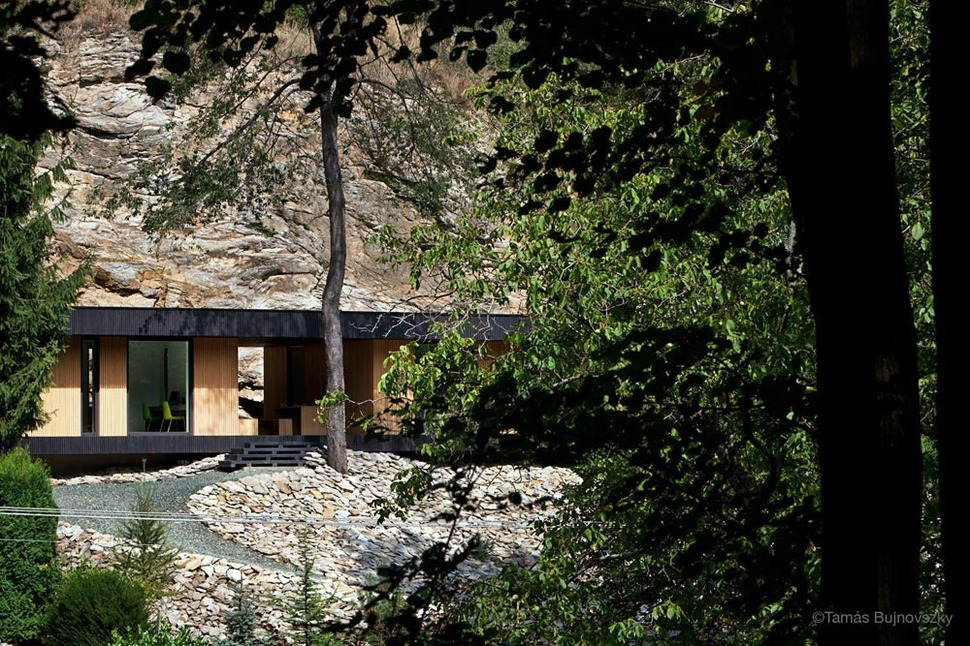 Timber cabin built into cliff side site - The wood cabin on the rocks ...