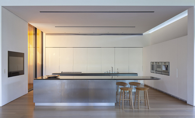 tranquil-glass-walled-house-with-innovative-furnishings-18-kitchen.jpg