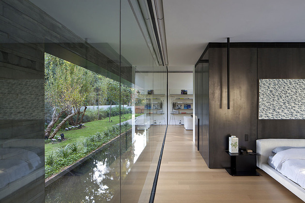 tranquil-glass-walled-house-with-innovative-furnishings-22-master-wall.jpg