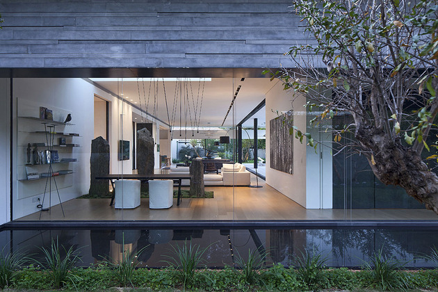 tranquil-glass-walled-house-with-innovative-furnishings-9-living-room-wall.jpg