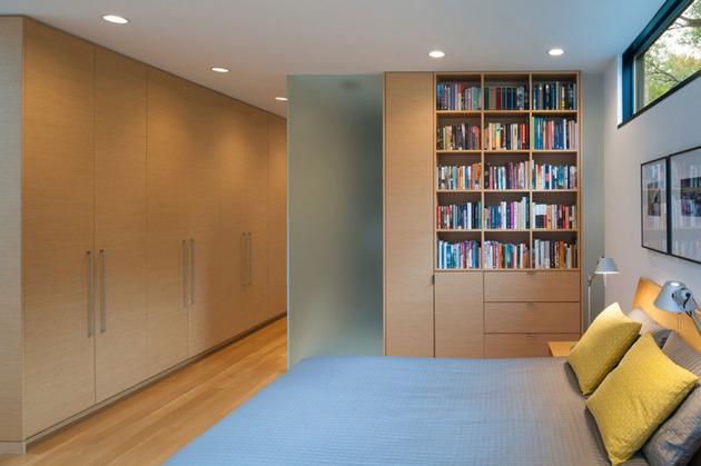 triangular-house-with-bridge-to-office-loft-overhead-10.jpg