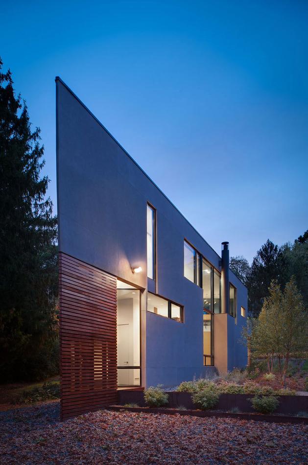 triangular-house-with-bridge-to-office-loft-overhead-13.jpg