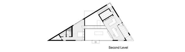 triangular-house-with-bridge-to-office-loft-overhead-16.jpg