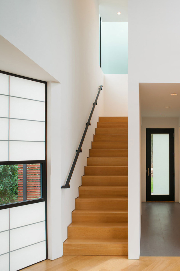 triangular-house-with-bridge-to-office-loft-overhead-7.jpg