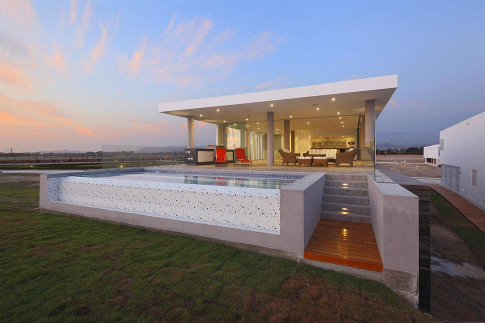 Urban Beach Home With Cantilevered Roof For Outdoor Shade