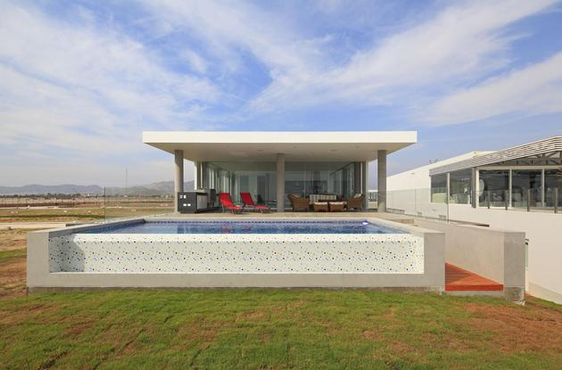 urban-beach-home-cantilevered-roof-outdoor-shade-11-pool.jpg
