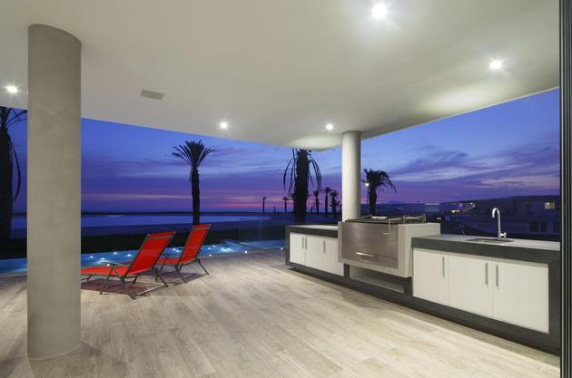 urban-beach-home-cantilevered-roof-outdoor-shade-6-terrace.jpg