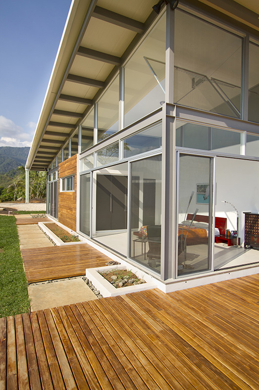 2-adjustable-eaves-create-thermal-comfort-glass-house-16-bed.jpg