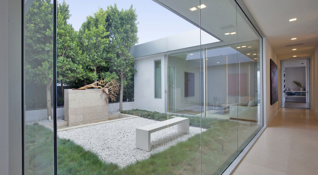 70s-home-transformed-modern-masterpiece-21-courtyard.jpg