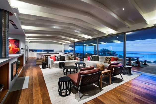 dune house wows with dynamic vaulted ceiling detail 1 thumb 630xauto 41256 Dune House Wows with a Dynamic Vaulted Ceiling Detail
