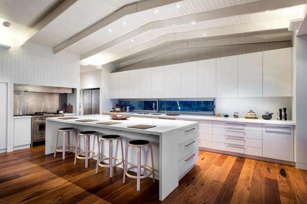 dune-house-wows-with-dynamic-vaulted-ceiling-detail-18.jpg