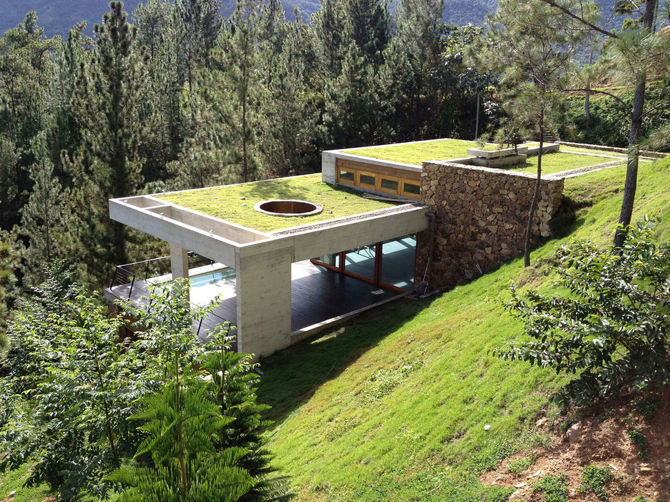 View In Gallery Gr Roofed Home Built Slope Hillside Cooling 4