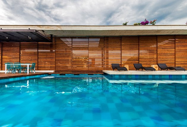 home-completely-open-elements-completely-close-11-pool.jpg