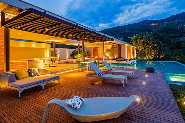 home-completely-open-elements-completely-close-15-deck.jpg