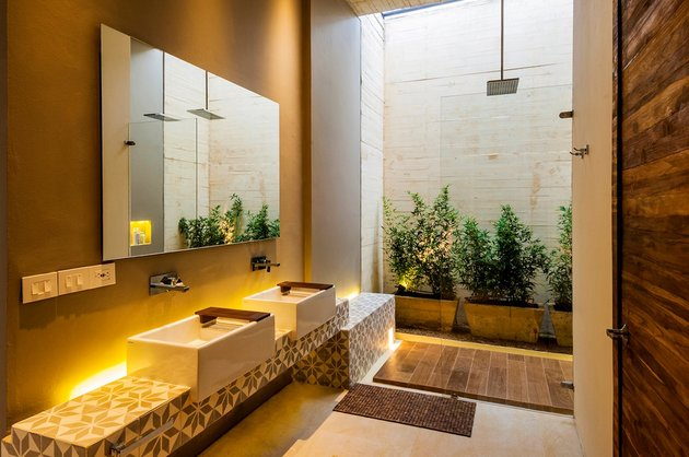 home-completely-open-elements-completely-close-19-bath.jpg