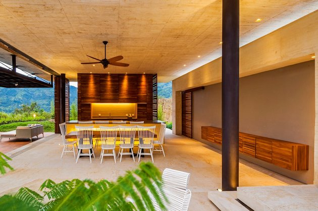 home-completely-open-elements-completely-close-8-dining.jpg