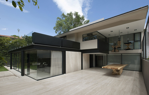 home-expansion-steel-glass-concrete-structure-5-deck-dining.jpg