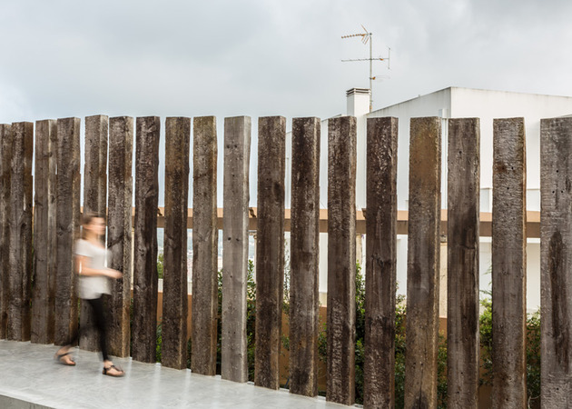 home-incorporates-unique-materials-like-cork-railway-sleepers-4-fence.jpg