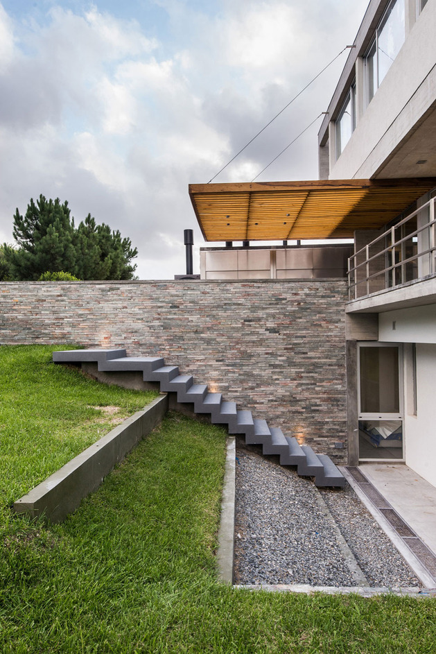home-outdoor-kitchen-pool-stone-plinth-11-stairs.jpg