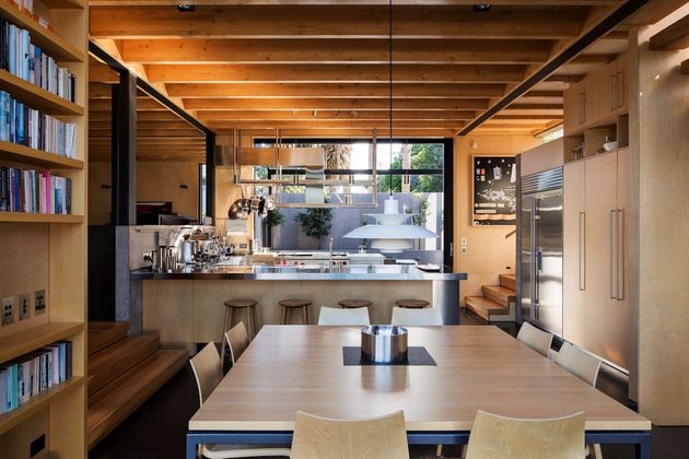 house-3-glass-gables-faced-operable-louvers-27-10-kitchen.jpg