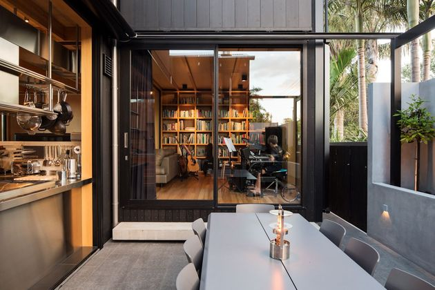 house-3-glass-gables-faced-operable-louvers-27-13-dining.jpg