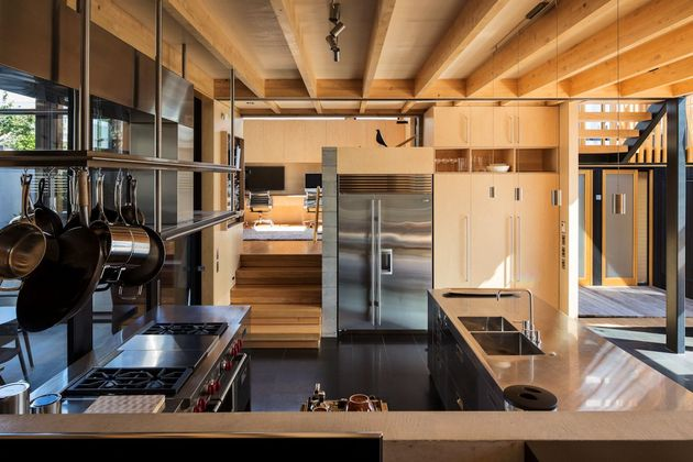 house-3-glass-gables-faced-operable-louvers-27-15-kitchen.jpg