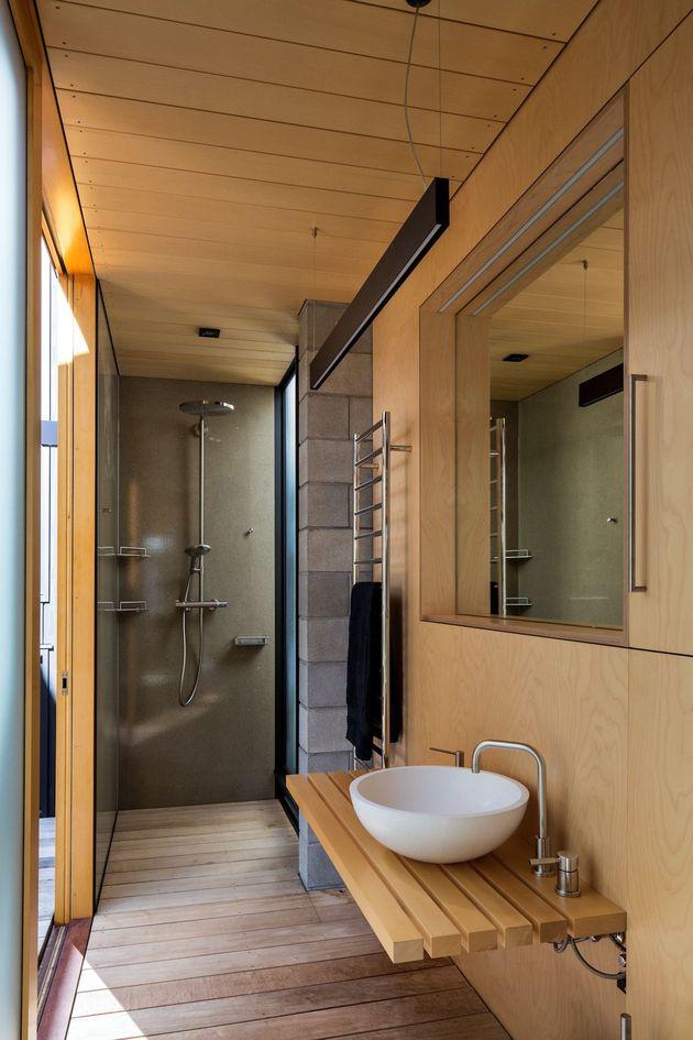 house-3-glass-gables-faced-operable-louvers-27-19-bath.jpg