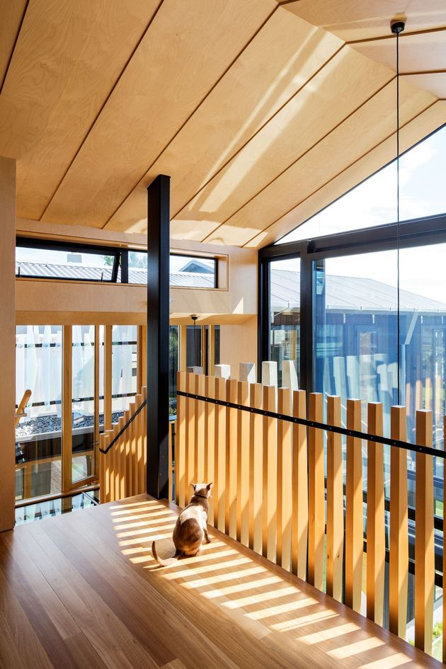 house-3-glass-gables-faced-operable-louvers-27-21-bridge.jpg
