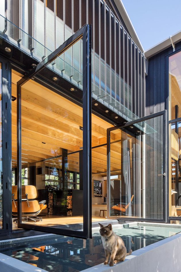 house-3-glass-gables-faced-operable-louvers-27-5-pond.jpg