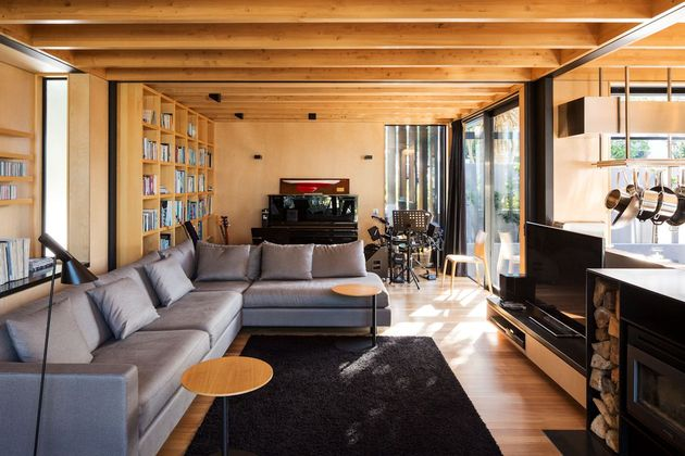 house-3-glass-gables-faced-operable-louvers-27-6-lounge.jpg