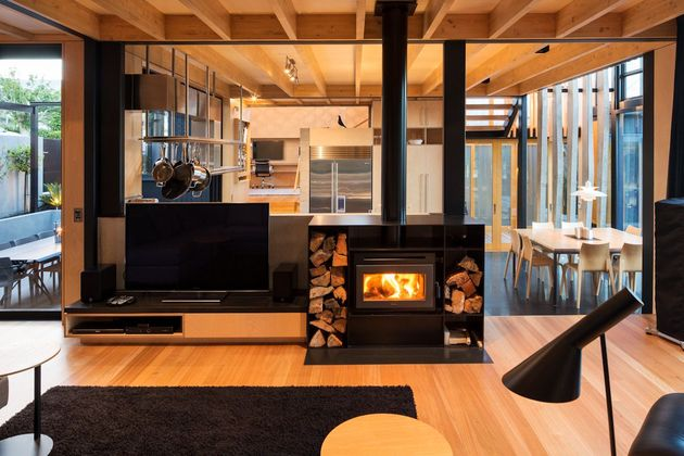 house-3-glass-gables-faced-operable-louvers-27-7-lounge.jpg