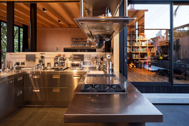 house-3-glass-gables-faced-operable-louvers-27-8-kitchen.jpg