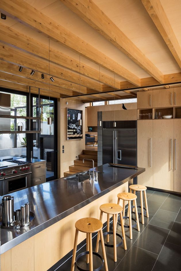house-3-glass-gables-faced-operable-louvers-27-9-kitchen.jpg