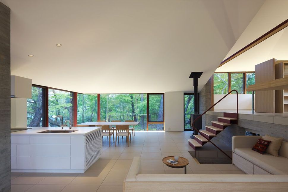 House Divides Four Zones and Rooflines Around Central Pillar