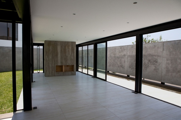 house-with-detached-glass-walled-living-area-17-glass-walls.jpg