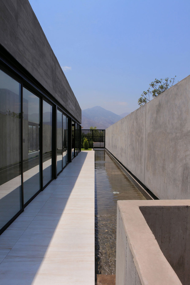 house-with-detached-glass-walled-living-area-6-walkway-water.jpg