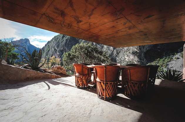 mountainside-home-made-with-aged-materials-15-outdoor-dining.jpg