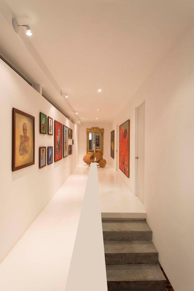 outdoor-living-house-with-art-gallery-influence-17-hallway.jpg