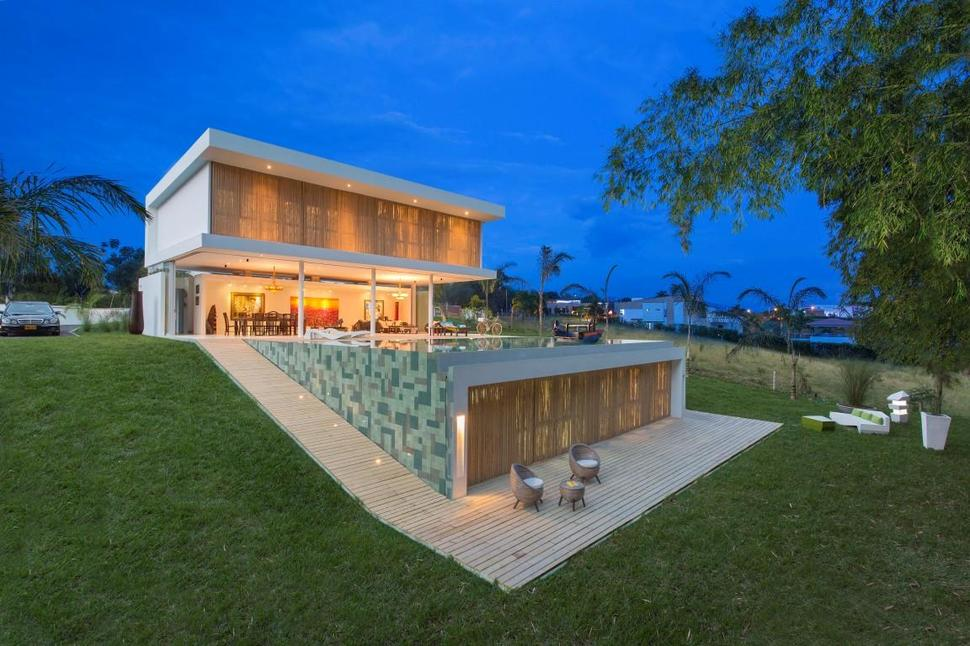 Outdoor Living House With Art Gallery Influence