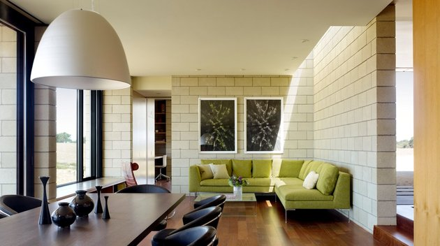passively-cooled-house-with-outdoor-living-spaces-12-main-indoor-room.jpg