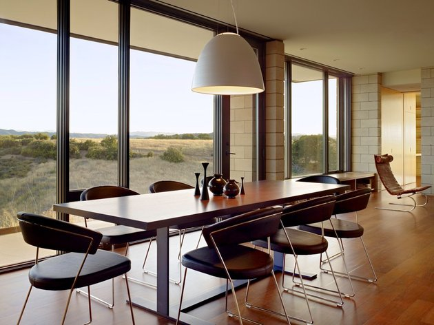 passively-cooled-house-with-outdoor-living-spaces-13-dining-table.jpg