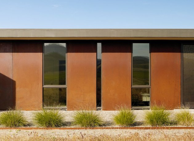 passively-cooled-house-with-outdoor-living-spaces-4-rust-detail.jpg