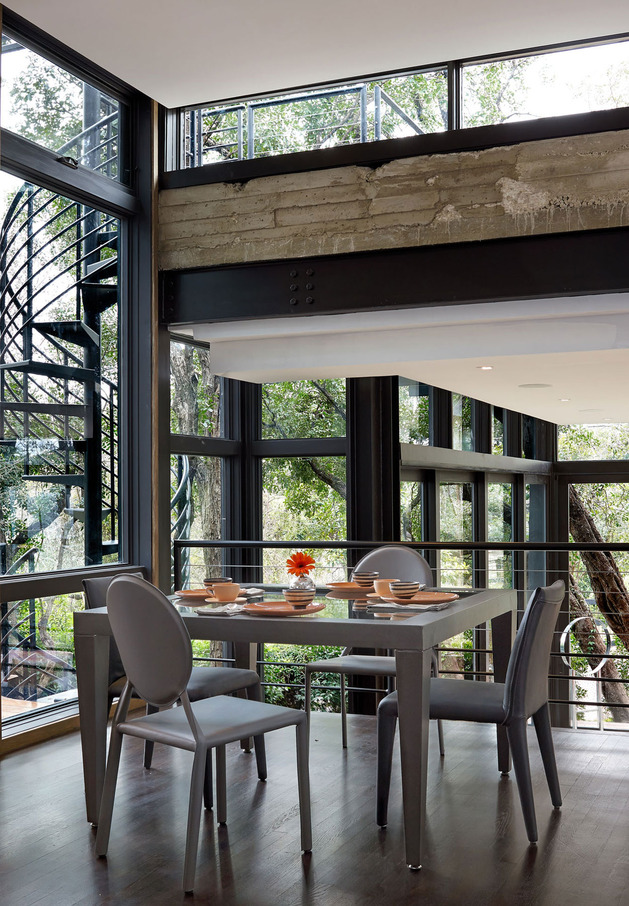 rancher-morphed-sustainable-2-storey-house-bridged-pool-8-dining.jpg